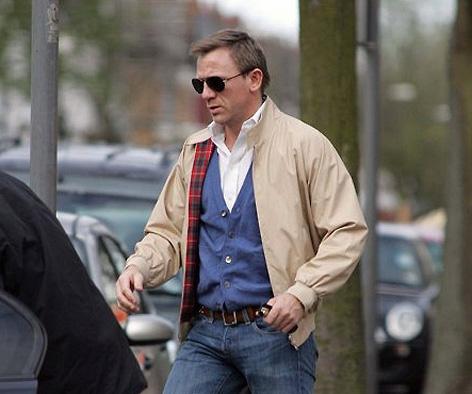 150812-Baracuta-Daniel-Craig-jacket