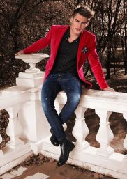 mens-red-blazer-dark-jeans-chelsea-boots